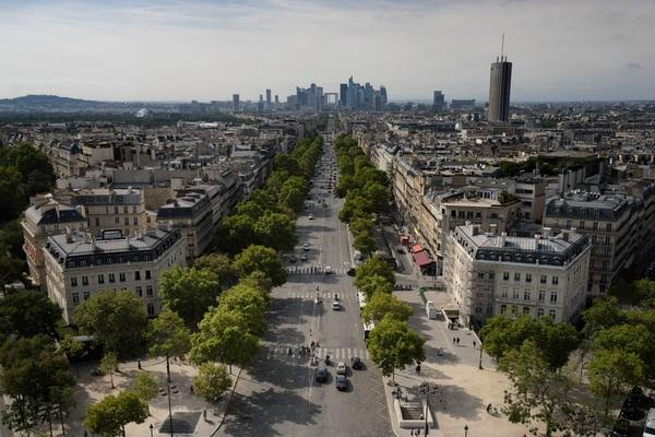 Vue de Paris depuis la Place de lEtoile ThinkstockPhotos-849466174